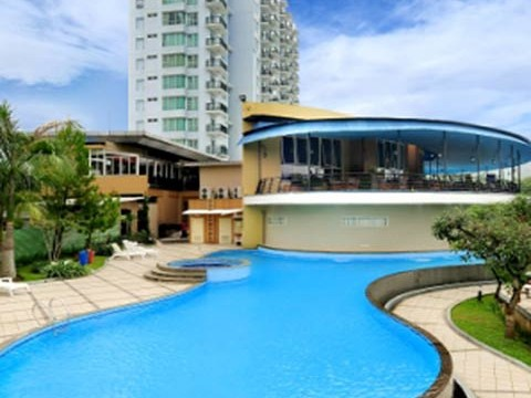 Marbella-Suite-Swimming-Pool1